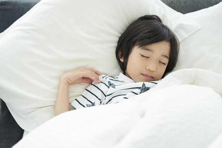 寝ている間に視力が回復するオルソケラトロジー
