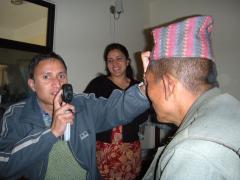 外来はネパール人の眼科助手と二人でします