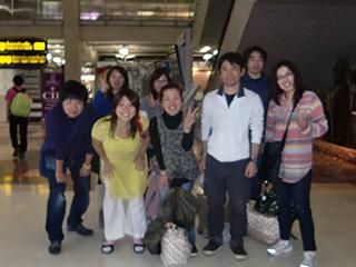 空港で記念写真